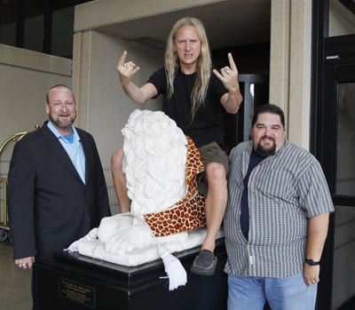 Jerry Cantrell Of Alice In Chains Visits With SESAC: Jerry Cantrell, co-founder and lead guitarist of rock supergroup Alice In Chains, rides high during a Nashville visit with SESAC executives Hunter Williams and Tim Fink.  Cantrell and Alice In Chains will be releasing the highly anticipated Black Gives Way To Blue CD on September 29, and are currently on a worldwide tour.    Pictured (left to right): Hunter Williams, Jerry Cantrell & Tim Fink   PHOTO: Ed Rode