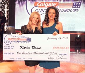 2009 Colgate Country Showdown National Final Winner, Karla Davis, stands alongside LeAnn Rimes as she receives her check for $100,000.