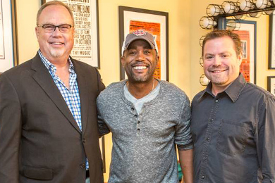 Darius Rucker (c) with 'True Believers' producer, Frank Rogers (R) and UMG Nashville Chairman & CEO Mike Dungan (L). Photo: Chris Hollo
