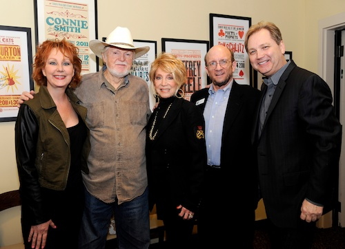 Pictured (L-R): Shelly West, Red Lane, Jeannie Seely, Senior Historian John Rumble and Steve Wariner.