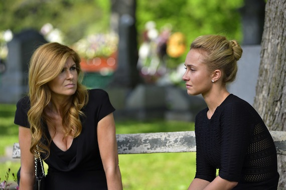 Rayna and Juliette share a moment at Juliette's mom's funeral.