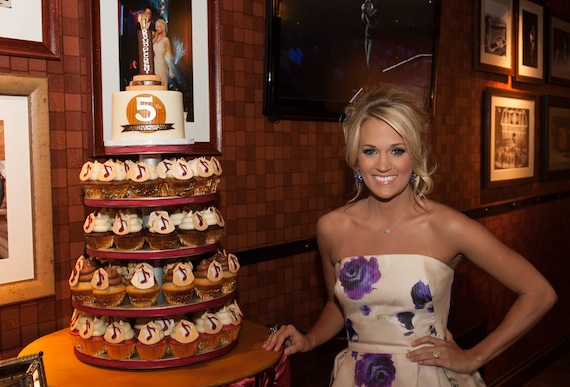 Carrie Underwood with IveyCake 5th Opry anniversary cupcakes.Photo: Joel Dennis