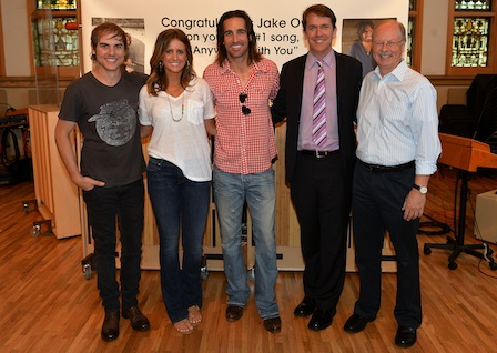Pictured (L-R): Ross Copperman, Producer, Hannah Martin, Manager, ACM Lifting Lives, Jake Owen, Rondal Richardson, Entertainment Industry Relations Manager, Vanderbilt University Medical Center, and Bruce Bowman, Chairman, ACM Lifting Lives.