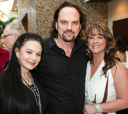 Pictured (L-R): Crystal Gayle, MusicRow publisher Sherod Robertson and Sherry Lynn.