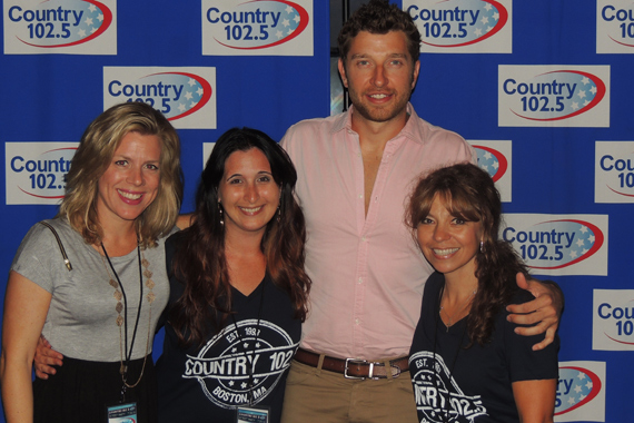 Over the weekend, Brett Eldredge (Atlantic/WMN) played WKLB's Country Block Party at the House of Blues. Pictured (L-R): Katie Bright (WMN), Dawn Santulocito (WKLB), Brett Eldredge and Ginny Rogers (WKLB).