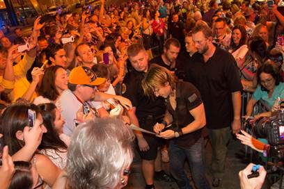 Keith Urban makes his way to a trio of club shows amid a crowd of supporters in downtown Nashville. Photo: Chris Hollo