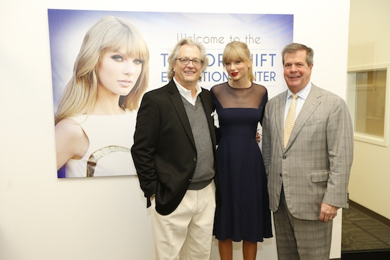 Pictured (L-R): Kyle Young, Taylor Swift, Mayor Karl Dean. Photo: John Russell.