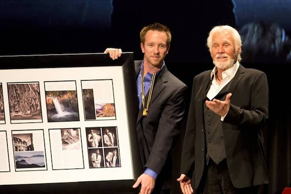 Kenny Rogers received an honorary master of photography degree from PPA at Imaging USAon Tuesday, Jan. 14 at the Phoenix Convention Center. Photo by Jose Yau.