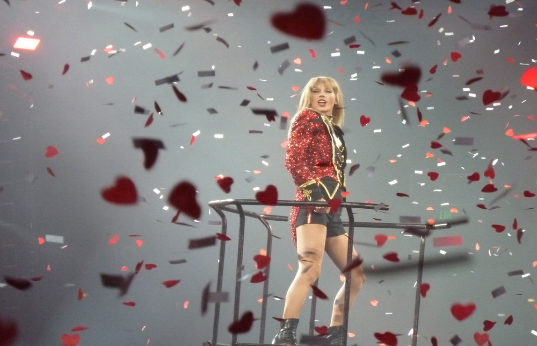 Swift performs in Nashville in 2013.