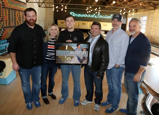 Pictured (L-R): Royce Risser - UMG SVP Promotion, Cindy Mabe - UMG SVP Marketing, Scotty McCreery, Tom Becci - UMG SVP & COO, Brian Wright – SVP A&R, Damon Moberly – VP Promotion, Mercury Records. Photo Credit: Alan Poizner