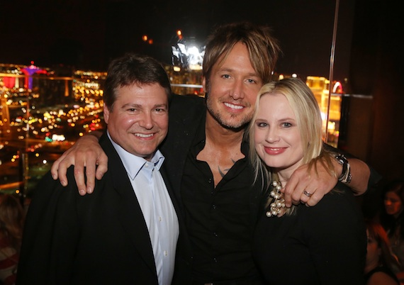 Pictured (L-R): UMG Nashville SVP/COO Tom Becci; Keith Urban and UMG Nashville Sr. VP, Marketing Cindy Mabe