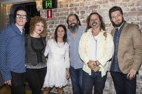 Pictured (L-R): The Mastersons (Chris Masterson and Eleanor Whitmore), Kasey Chambers, Steve Earle with Austrialia Americana Advisory Group members Brian Taranto and Jeremy Dylan