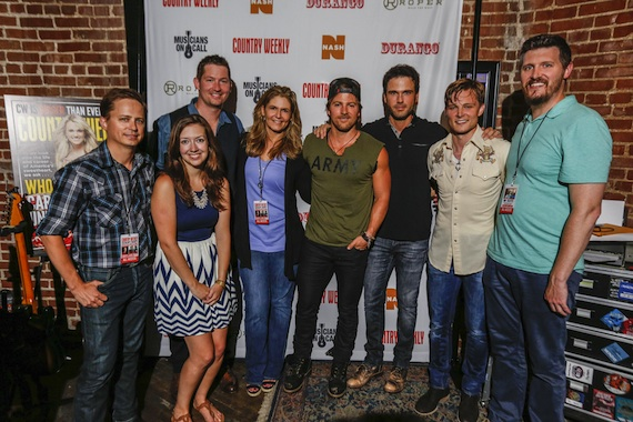 Pictured (L-R): CW's Jeff Meltesen, MOC's Dana Sones and Pete Griffin, CW's Lisa Konicki, Kip Moore, Chuck Wicks, Frankie Ballard and CW's Jon Freeman. Photo: Ed Rode