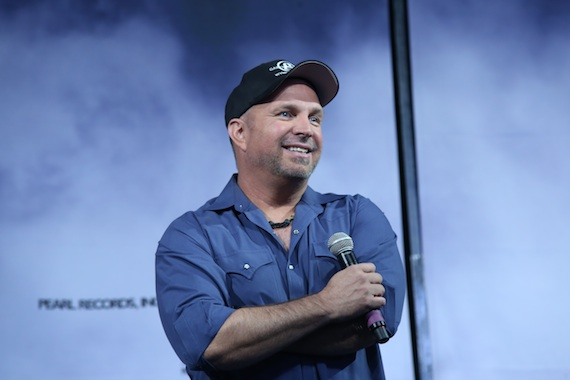 Garth Brooks addresses the press. Photo: Bev Moser/Moments by Moser