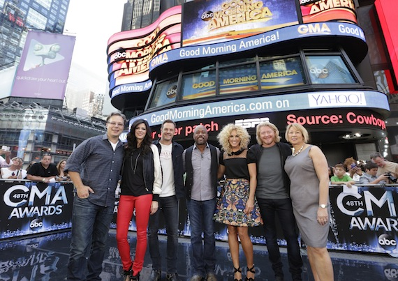 "(l-r) Robert Deaton, Executive Producer, ""The 48th Annual CMA Awards""; Karen Fairchild and Jimi Westbrook of Little Big Town; Darius Rucker; Kimberly Schlapman and Phillip Sweet of Little Big Town; Sarah Trahern, CMA Chief Executive Officer. Photo: Heidi Gutman / ABC"