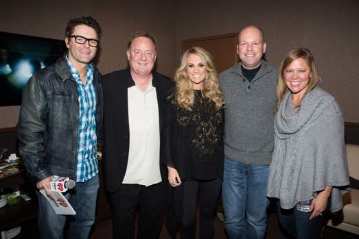 Pictured (L-R): Bobby Bones, Gary Overton (Chairman & CEO, Sony Music Nashville), Carrie Underwood, Clay Hunnicutt (EVP & GM / National Programming Platforms iHeartMedia), & Lesly Simon (VP Promotion, Arista Nashville).