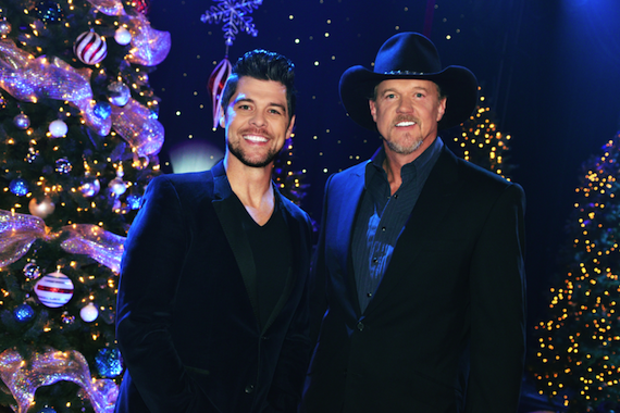 Pictured (L-R): Jason Crabb and Trace Adkins.
