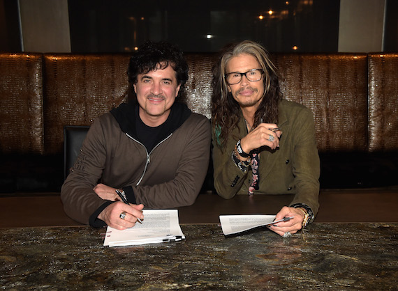Big Machine Label Group President and CEO Scott Borchetta and Steven Tyler sign the record deal for Tyler's project on Dot Records. Photo: Rick Diamond/Getty Images