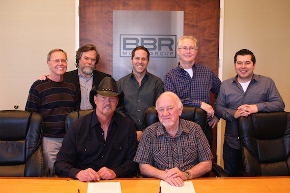 (Pictured, L-R): Almon & Pike's Orville Almon; Vector Management's JW Williams; BBRMG EVP Jon Loba; BBRMG General Manager Rick Shedd; BBRMG's Colton McGee; Trace Adkins; BBRMG President & CEO Benny Brown.
