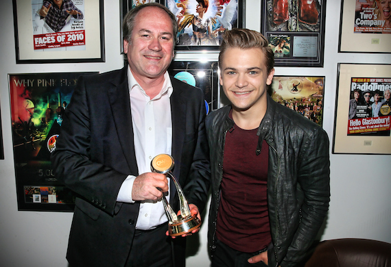 Hunter Hayes (r) presents BBC's Bob Shennan with the CMA Wesley Rose International Media Achievement Award at the BBC offices in London Friday, May 22. Photo: Anthony D'Angio/CMA