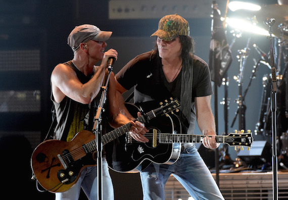 Kenny Chesney welcomes DAvid Lee Murphy to his show at Nahville's Bridgestone Arena.