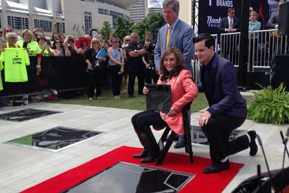 Loretta Lynn and Jack White with Nashville Mayor Karl Dean. Photo: Nashville Convention & Visitors Corp
