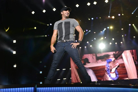 luke bryan at farmborough