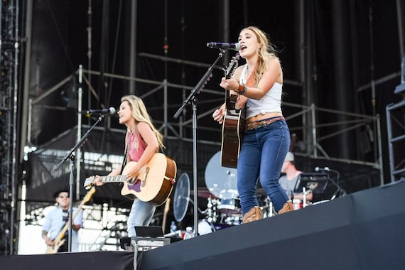 maddie and tae at farmborough