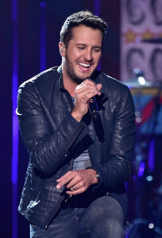 Luke Bryan performs at the American Country Countdown Awards in 2014. Photo: ACC