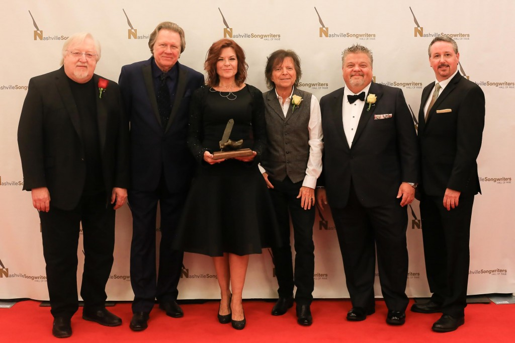 Pictured (L-R): NaSHOF board chair Pat Alger; Inductees Mark James, Rosanne Cash, Even Stevens and Craig Wiseman and NaSHOF Executive Director Mark Ford.