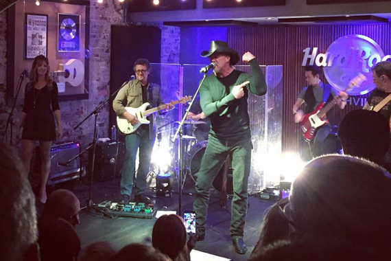 Trace Adkins performs at the 6th Annual Broken Bow Label Group CMA Pre-Party. Photo: instagram.com/bbrmusicgroup