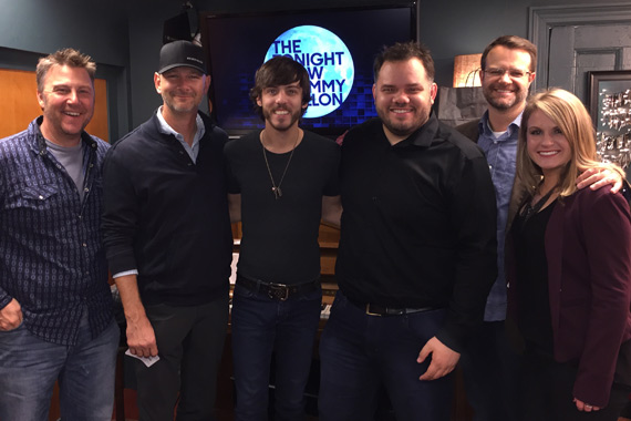 Pictured (L-R): Tom Martens, National Dir./WAR; Rod Phillips, SVPP iHeartCountry; Chris Janson; Michael Bryan, PD/WSIX; Chad Schultz, Warner National Dir. Radio Mktg & Promo; Kimsey Kerr, MD/WSIX.