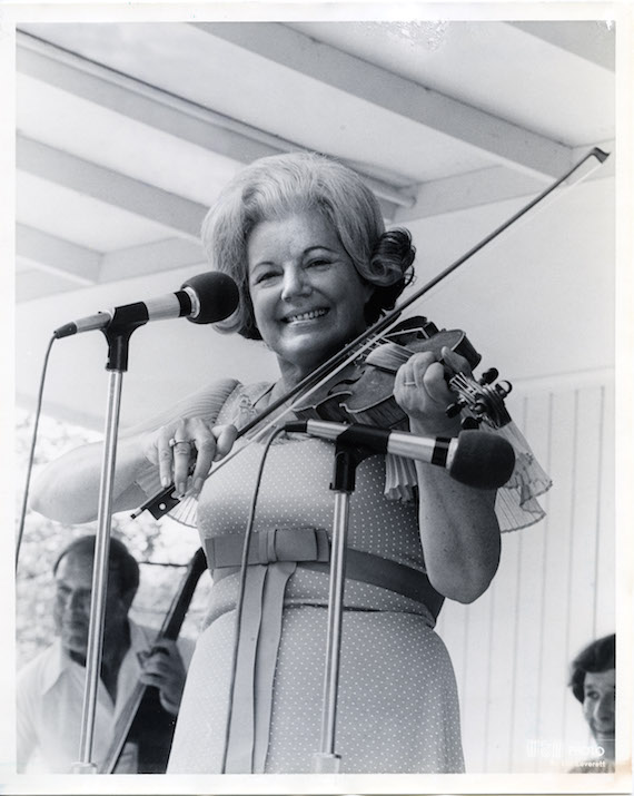 Ramona Jones at Fan Fair in 1973. Photo: Les Leverett WSM/Grand Ole Opry Photo Archives