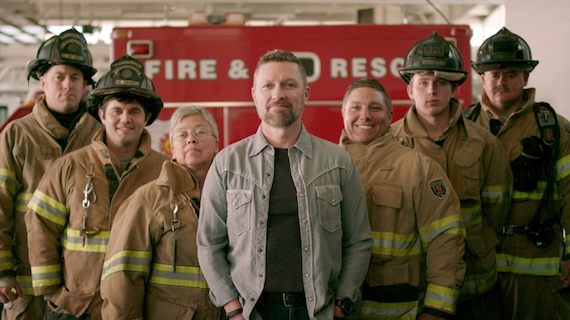Craig Morgan poses with first responders for new Kidde campaign.