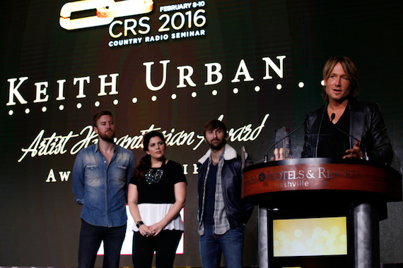 Keith Urban accepts the CRS Artist Humanitarian Award, presented by Lady Antebellum. Photo: Sara Kauss