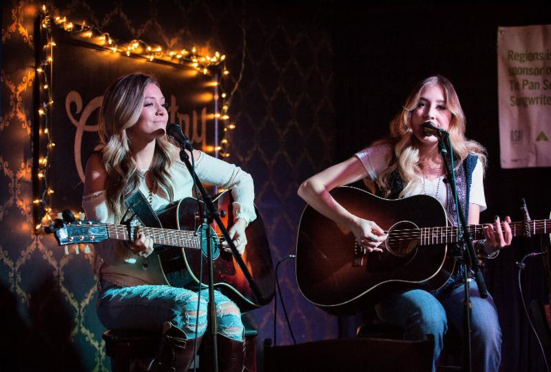Maddie & Tae's Tae Dye (l.) and Maddie Marlow (r.) at The Country early show.