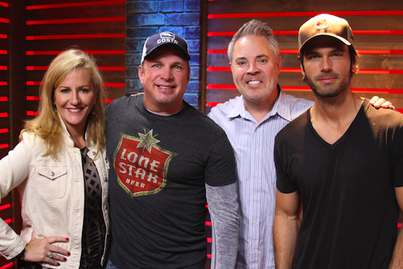 Pictured (L-R): Kelly Ford, America's Morning Show; Garth Brooks; Blair Garner and Chuck Wicks, America's Morning Show