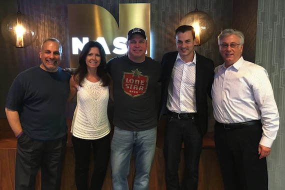 Pictured (L to R): John Shomby, Director of Programming, NASH Network; Leslie Slender, Vice President, Brand Partnerships & Events, Cumulus/Westwood One; Garth Brooks; Tommy Page, SVP, Brand Partnerships, Cumulus Media; Charlie Cook Vice President, Country, Cumulus Media, Operations Manager, Cumulus Nashville, Program Director, 95.5 NASH ICON WSM-FM and NASH FM 103-3 WKDF.