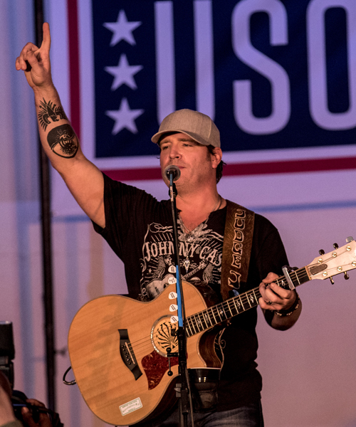 Jerrod Niemann performs in Kuwait during his 2016 USO Tour. Photo: Mike Clifton