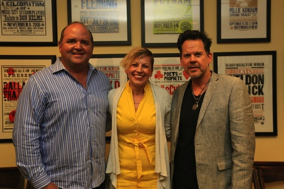 Pictured (L-R): John Lytle, President of Lytle Management Group Inc.; Ali Tonn, Director of Education and Public Programming at the Country Music Hall of Fame and Museum; Gary Allan. Photo by Moser Photography