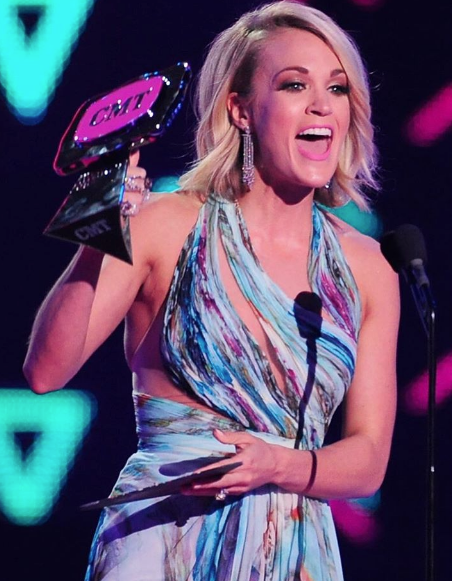 """Carrie Underwood picks up CMT Performance of the Year, for her rendition of """"Smoke Break"""" at CMT Instant Jam"""