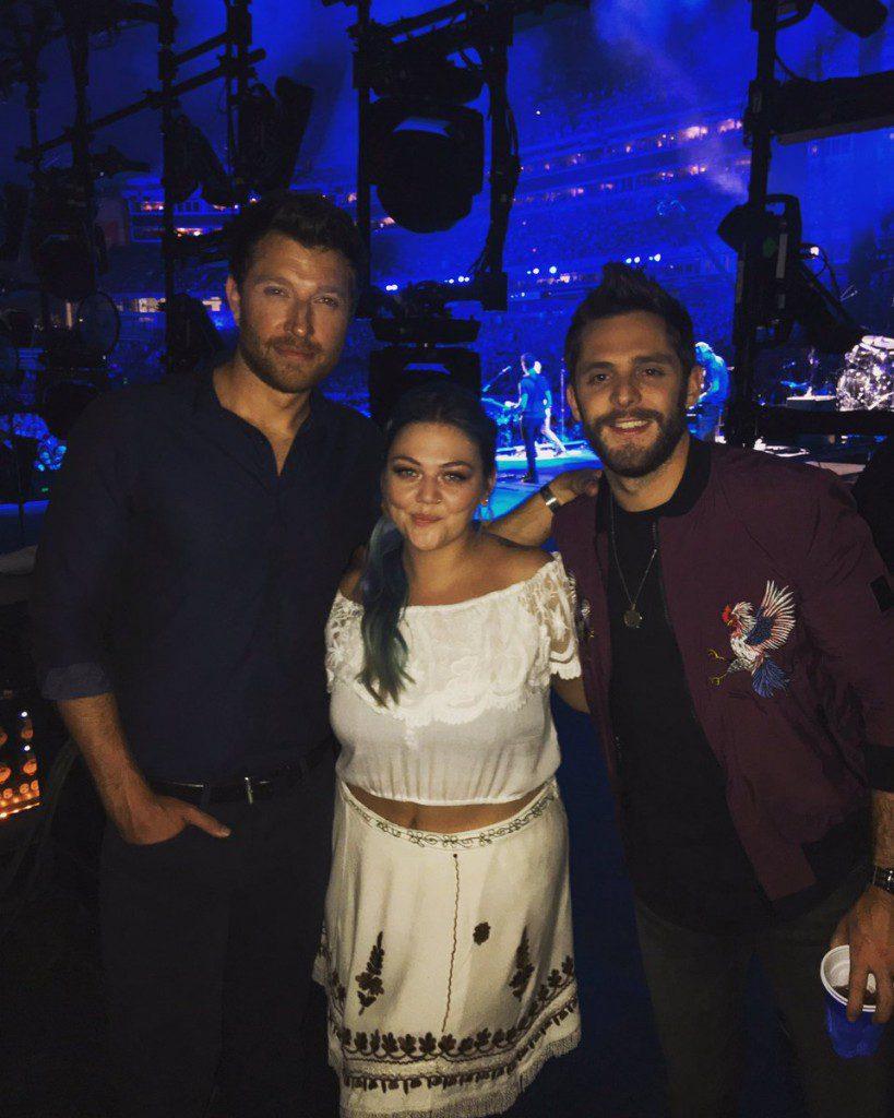 Elle King hangs backstage at CMA Music Festival with Brett Eldredge and Thomas Rhett. Photo: Elle King/Twitter