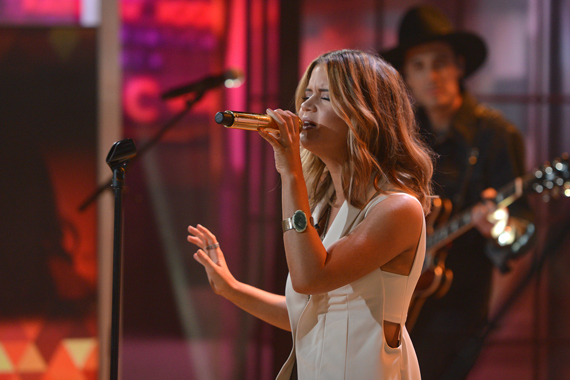 Maren-Morris-performs-80s-Mercedes-on-The-Today-Show_6-7-16_Courtesy-of-NBC
