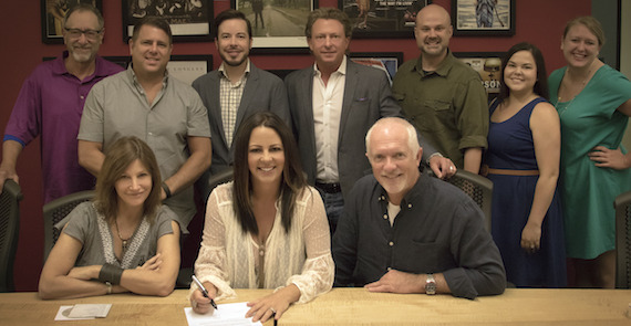 Pictured: Front (L-R): Tracy Gershon, VP A&R, Rounder Label Group; Sara Evans; Cliff O'Sullivan, COO, Rounder Label Group. Back (L-R): David Newmark, Factor Marketing; Jim Selby, General Manager, Concord Music Group; Craig Dunn, Manager, The Collective; Brinson Strickland, President of The Collective; Brad Chelstrom, Project Manager, Rounder Label Group; Rachel Cunningham, Manager, The Collective; Ashley Moyer, Publicity Manager, Rounder Label Group