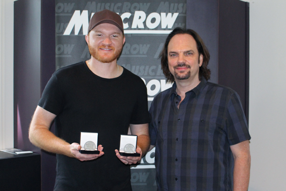 Pictured (L-R): Eric Paslay with MusicRow owner/publisher Sherod Robertson.