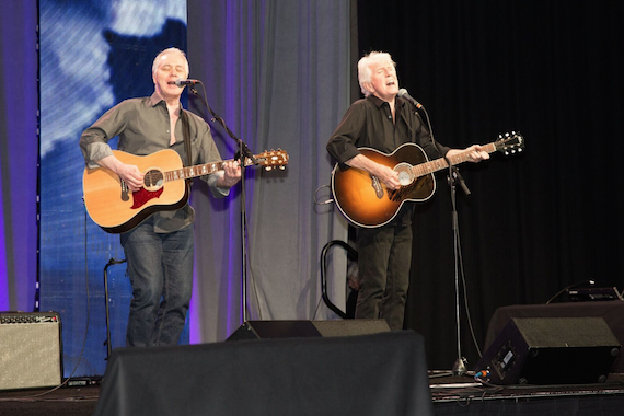 Graham Nash and Shane Fontayne perform.