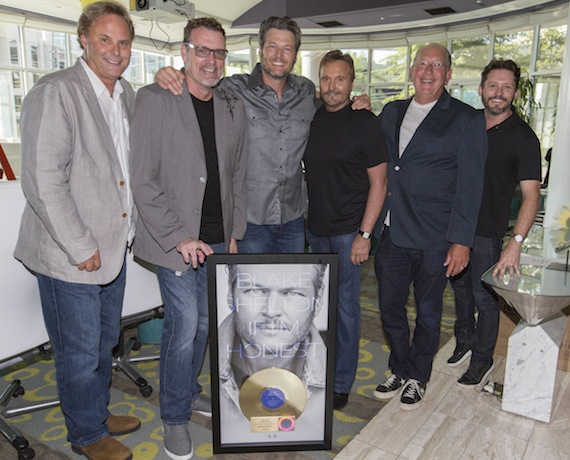 Pictured (L-R): Scott Hendricks, Producer/EVP A&R, Warner Music Nashville; Peter Strickland, COO, Warner Music Nashville; Blake Shelton; Narvel Blackstock, Starstruck Management; John Esposito, Chairman & CEO, Warner Music Nashville; Brandon Blackstock, Starstruck Management