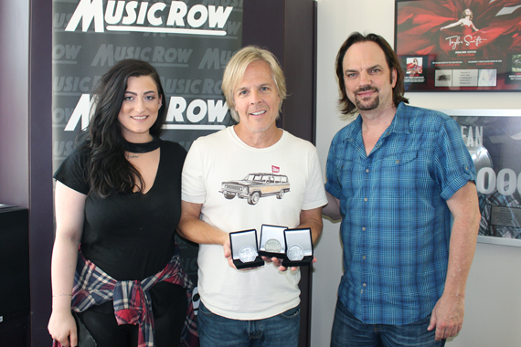 Pictured (L-R): XX, Marv Green, and MusicRow owner/publisher Sherod Robertson