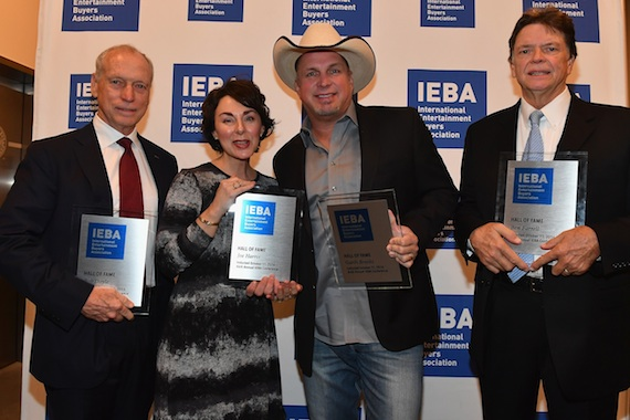 Pictured (L-R): Bob Doyle, IEBA Executive Director Pam Matthews, Garth Brooks, Ben Farrell. Photo: Getty Images