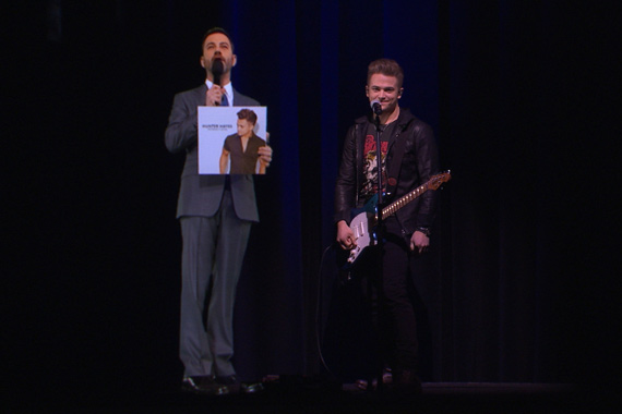Jimmy Kimmel (L) appears at Nashville's CMA Theater via hologram from Hollywood, California next to Hunter Hayes (R). Photo: ABC